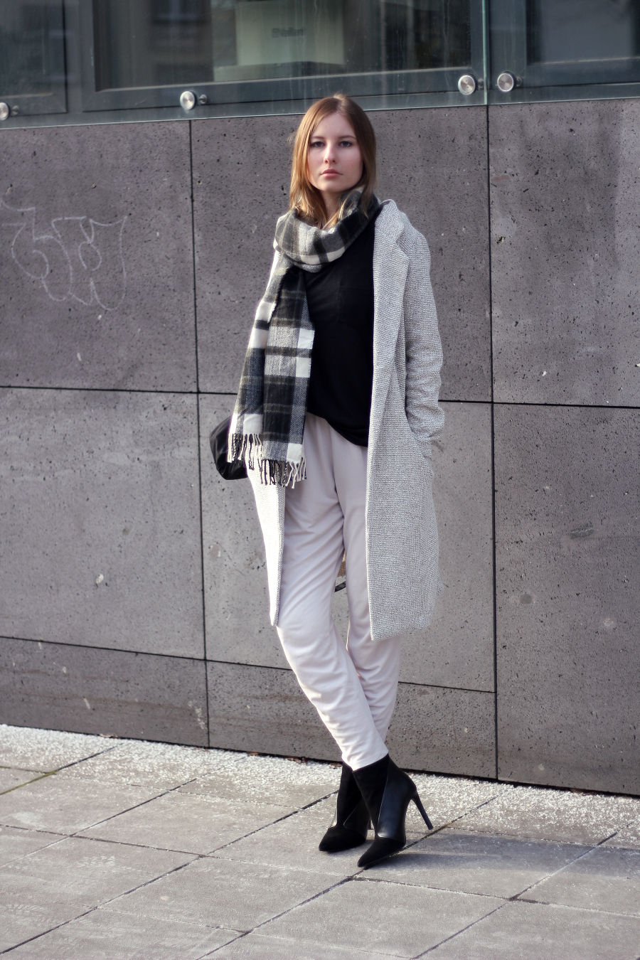 outfit frankfurt blogger trousers new look coat beige basic tshirt scarf bag asos handm zara