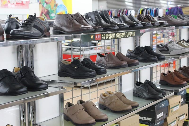 24531273110 78e9be8314 b - 熱血採訪。台中干城特賣會搶好康,La new男女鞋、Nike等運動品牌、思薇爾內衣、精典泰迪童裝