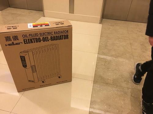 在板橋大遠百購入的嘉儀葉片式電暖器!