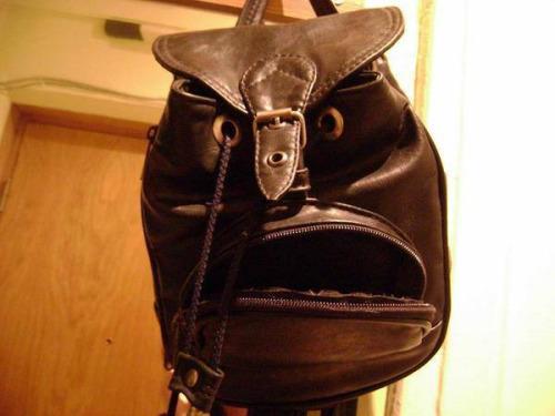 Imagen graciosa de mochila enfadada