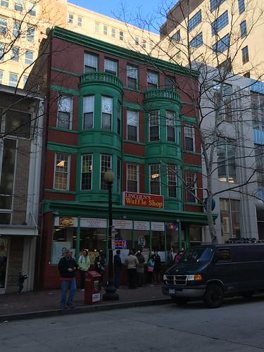 Lincoln's Waffle Shopで朝食