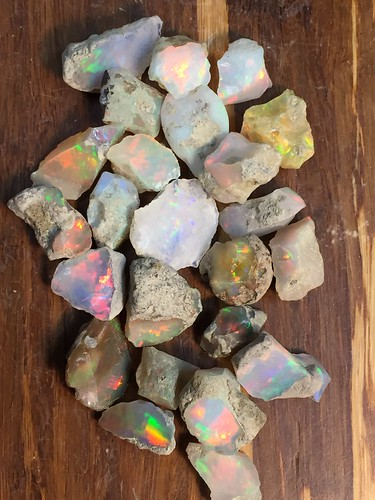 25 Grams Welo Ethiopia Opal Rough Parcel. Cutting quality