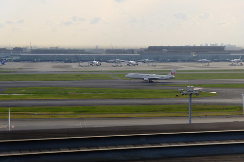 JAL take off