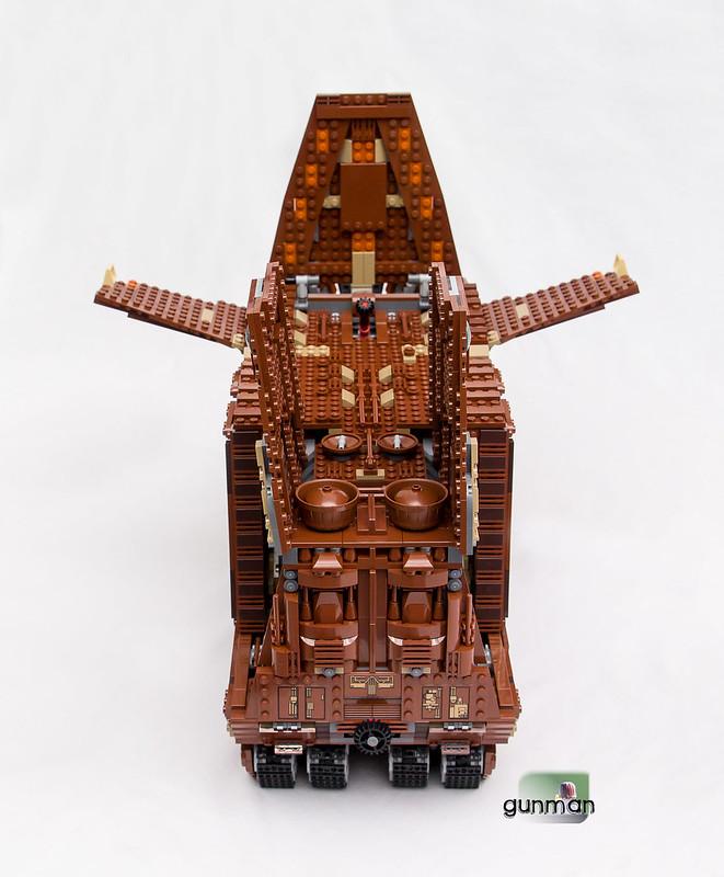 ThebrickReview:LEGO 75059-1 UCS Sandcrawler 23652790564_bf2903c093_c