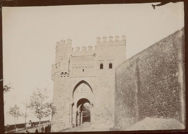Puerta del Sol en Toledo hacia 1909