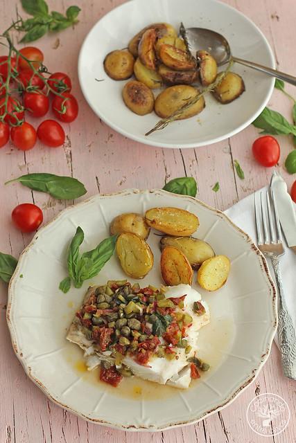 Merluza en papillote con vinagreta de alcaparras, tomates secos y albahaca (23)