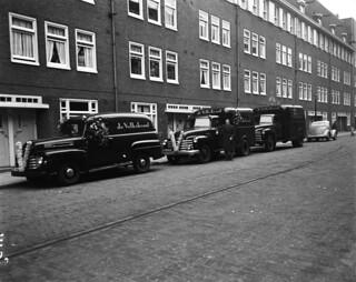 11-15-1952_11129D Auto's van De Volkskrant