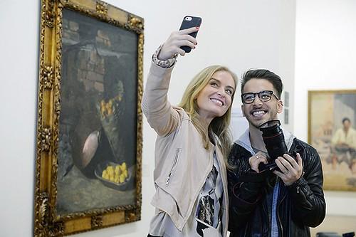 Selfie no museu - Angélica e Júnior