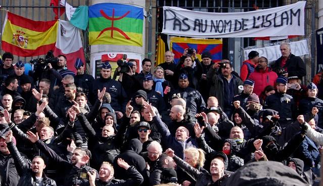 Extreemrechts verstoort solidariteitswake in Brussel // Foto's van wake en verstoring ervan