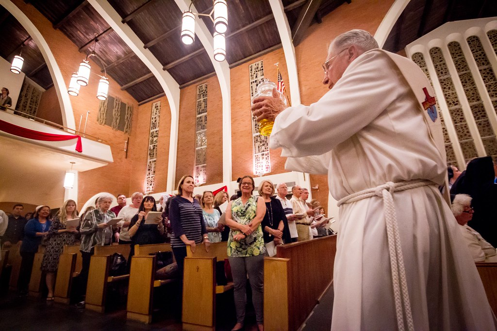 Chrism Mass 2016 | Bishop Olmsted blesses holy oils, priests