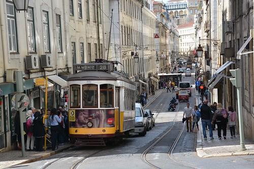 Tram 28 in Rua da Conceicao (Lissabon 2016)