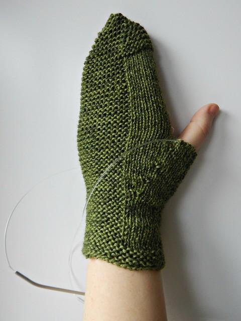 зелёная варежка без большого пальца | Хорошо.Громко.