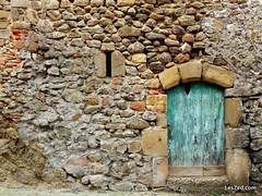 Family visit the old village of Malleval / Visite en famille du vieux village de Malleval (Pilat - France) #malleval #village #oldvillage #country #countryside #countrylife #campagne #house #oldhouse #door #olddoor #oldwall #stonewall #stones #porte #magn