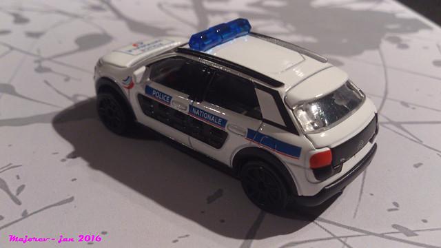 N°245C - Citroën C4 Cactus 24318243181_c6c1708abd_z