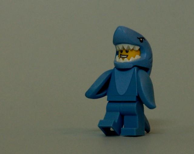 71011 LEGO Minifigures - Series 15 - Shark Suit Guy