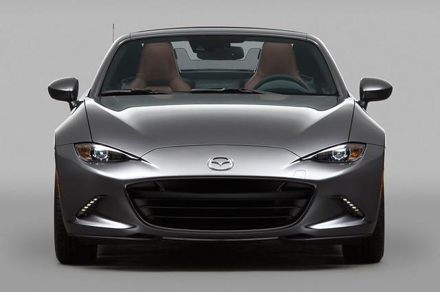 2017-Mazda-MX-5-Miata-RF-front-view