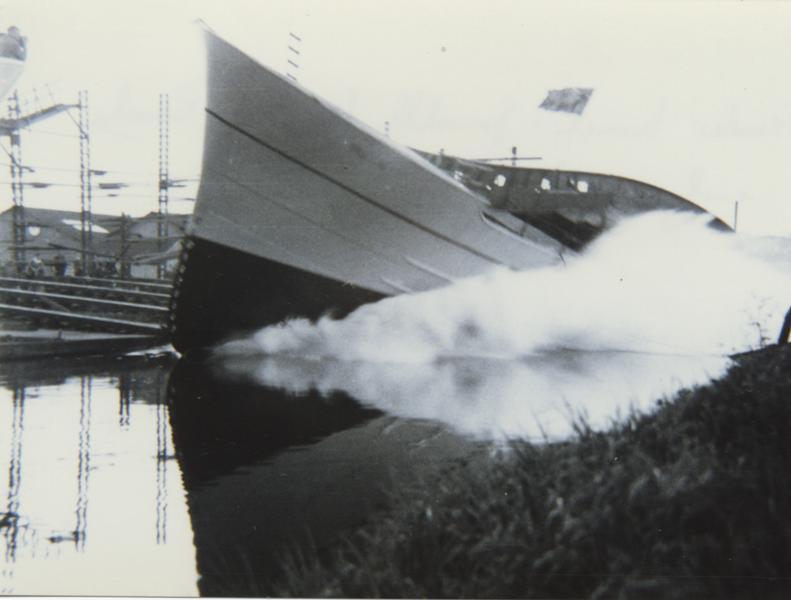 Trawler launch, Grovehill shipyard early 1950s (archive ref DDX1544-1-11 (64))