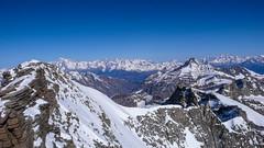 Widok na północ ze szczytu Gran Paradiso 4061m. Od lewej: Mont Blanc, Mont Fort.