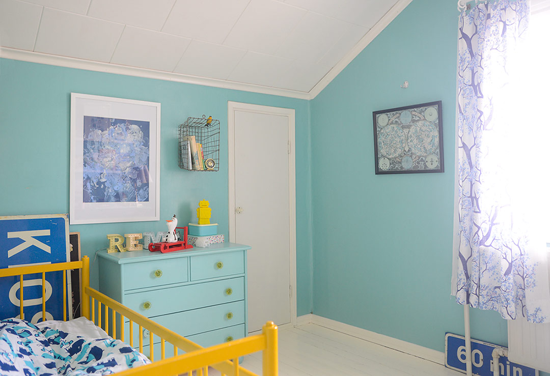Yellow and turquoise kids room