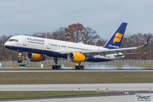 B752 - Boeing 757-256