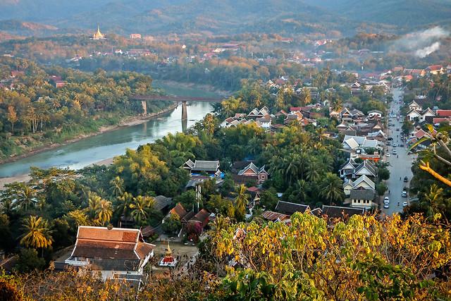 View from Mount Phou si, Luang Prabang, Laos ルアンパバーン、プーシーの丘から見たメコン川とルアンパバーンの町