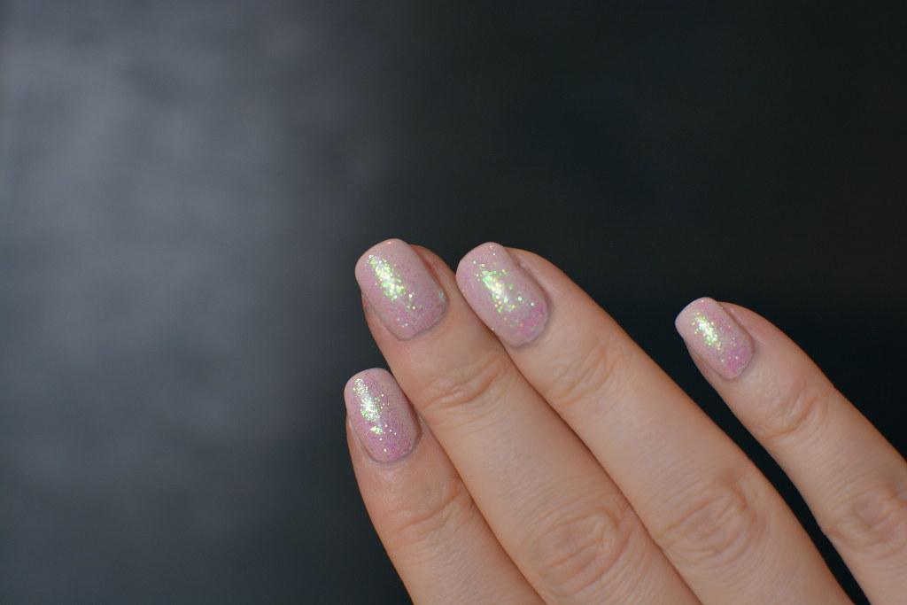 GlitterNails1