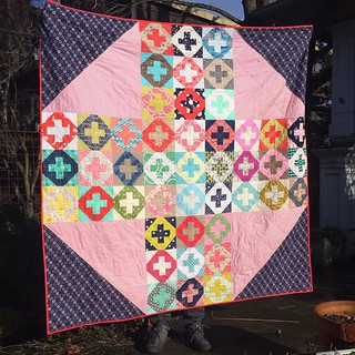 At last, a finished #dgslovecircle quilt from (ahem) last January! The block was by @alittlegressica and made for a fun meta-quilt.  #insideadditionquiltalong #dogoodstitches #quiltswithfeet