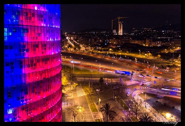 Fotografías Torre Agbar Barcelona - Fotografías de Torre Agbar en Barcelona - Torre Agbar y Sagrada Familia