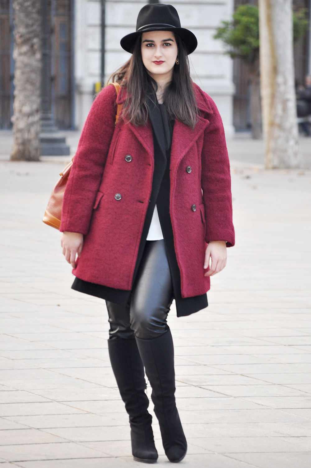 valencia fashion blogger spain somethingfashion fedora hat streetstyle winter boots LV bucket bag coat_0075 copia