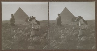 Mary and Kirsti Gallen-Kallela pictured by the Pyramid of Khafre (also known as Chephren) in late 1910.