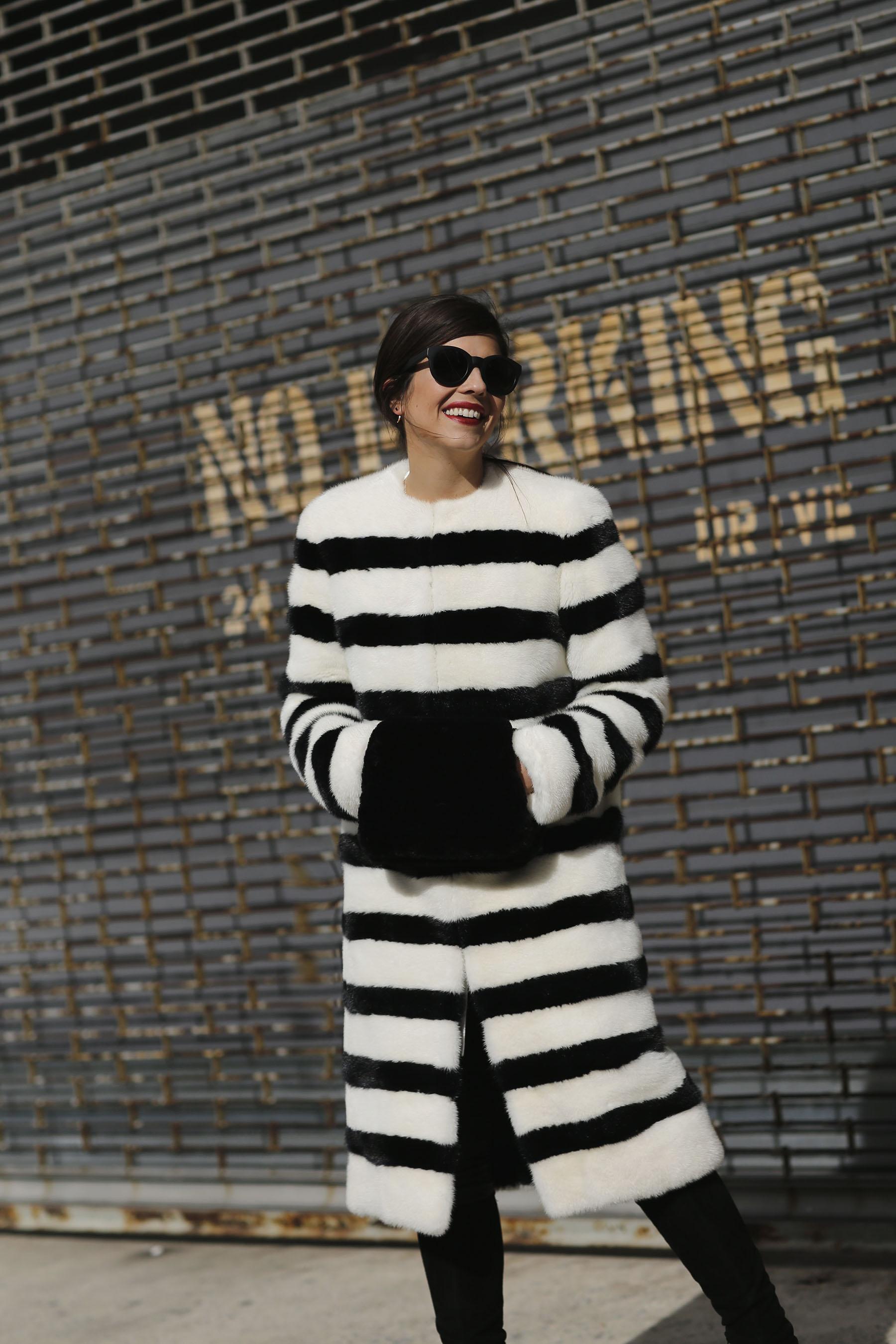 trendy-taste-nyfw-tresemme-a-moi-show-abrigo-blanco-negro-pelo-1