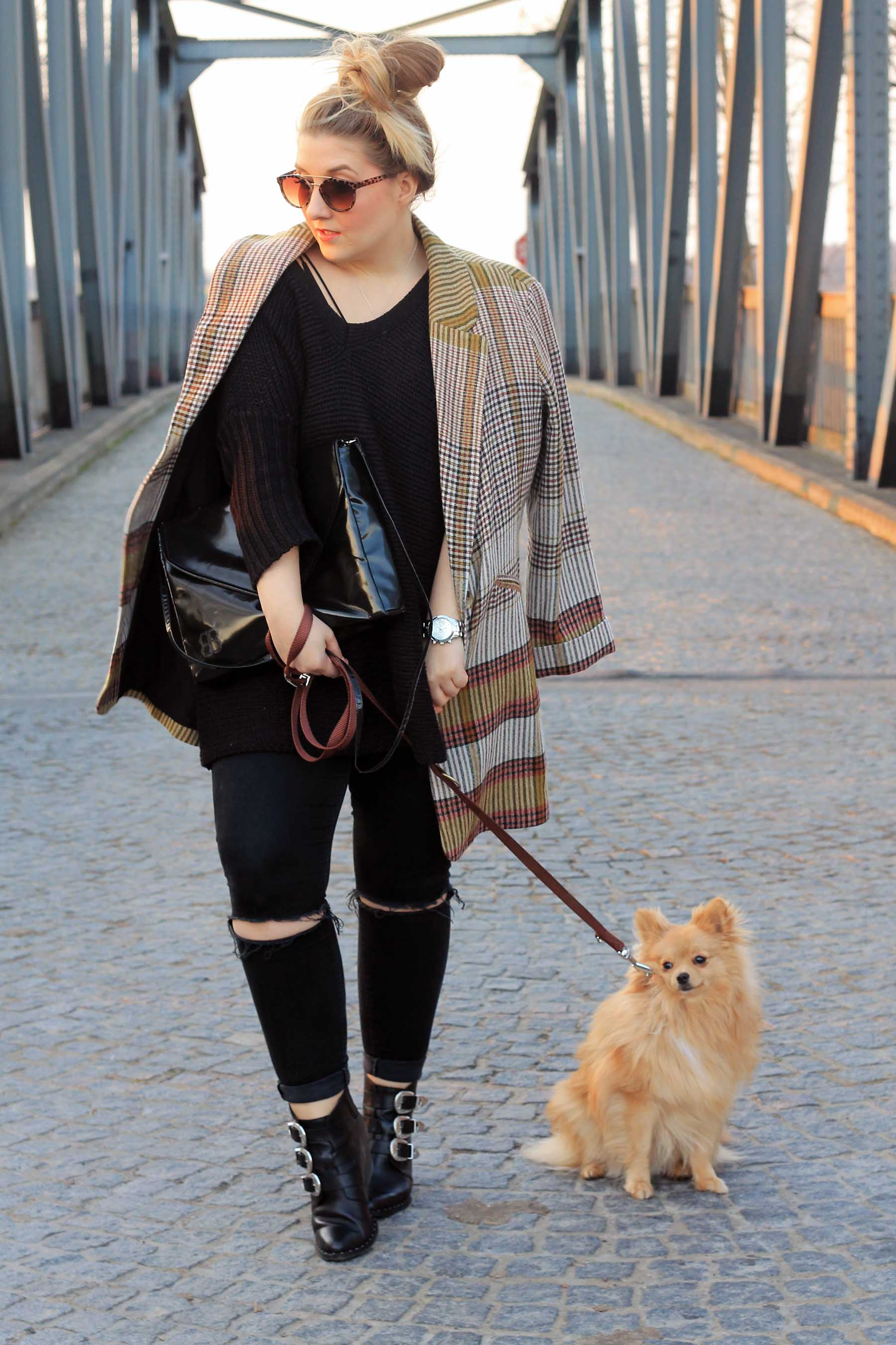 outfit-modeblog-fashionblog-karierter-mantel-pomeranian-zwergspitz