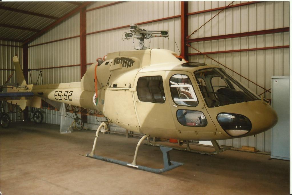 صور مروحيات القوات الجوية الجزائرية Ecureuil/Fennec ] AS-355N2 / AS-555N ] - صفحة 3 25899258210_4680f3af82_o
