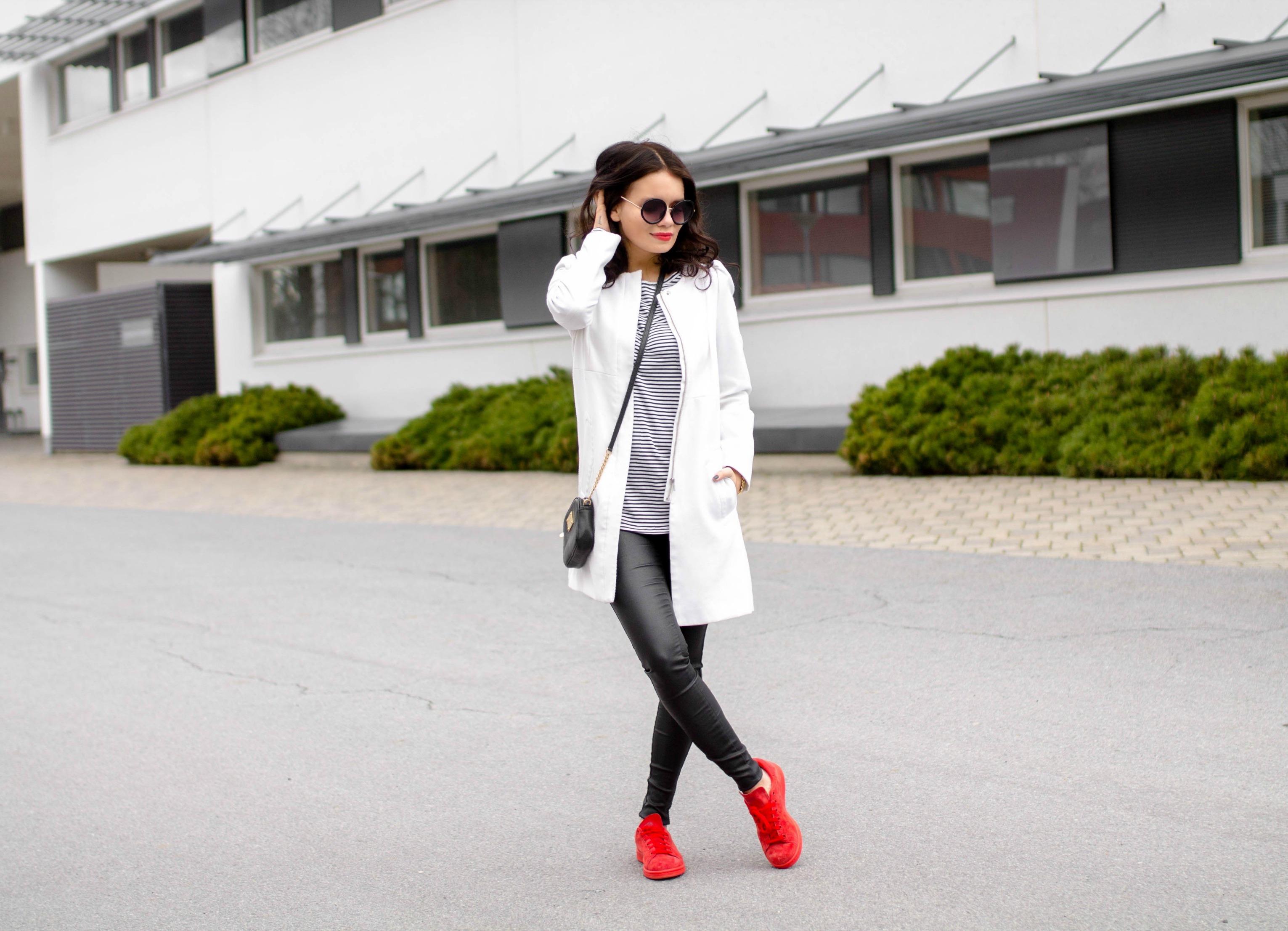 punaiset kengät asu
