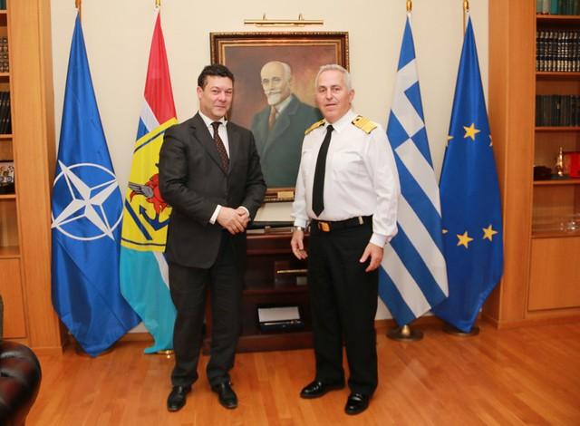 Συνάντηση Αρχηγού ΓΕΕΘΑ με τον Επικεφαλής της Ύπατης Αρμοστείας του ΟΗΕ για τους Πρόσφυγες στην Ελλάδα