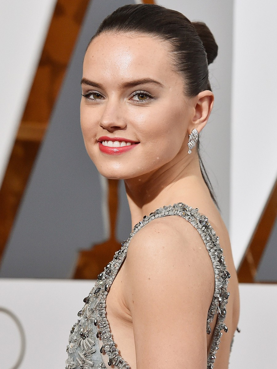 Oscars 2016 Daisy Ridley Hair and Makeup