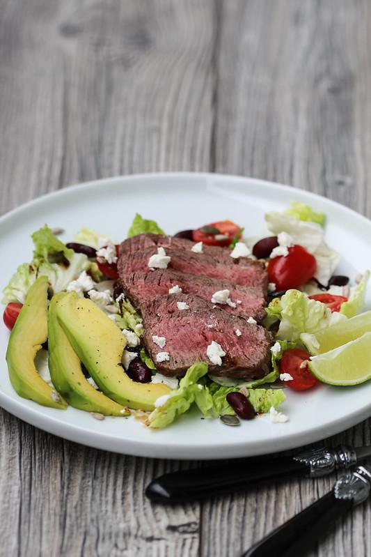 steikas su salotomis (2)