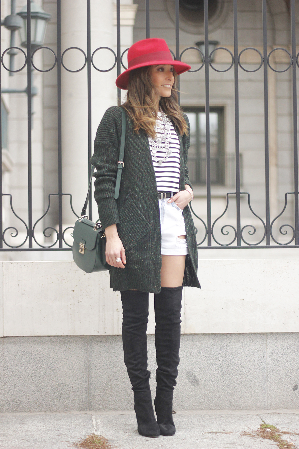 Green Cardigan sheinside denim shorts over the knee boots red hat uterqüe04
