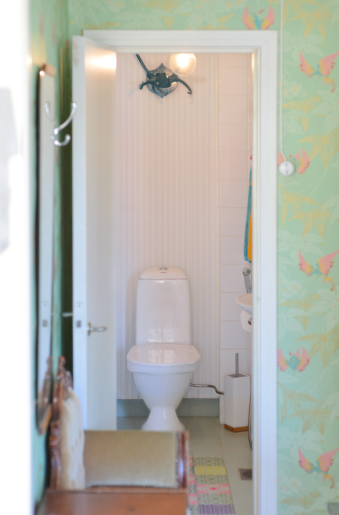 The turquoise / mint color scheme continues from the foyer in to the bathroom
