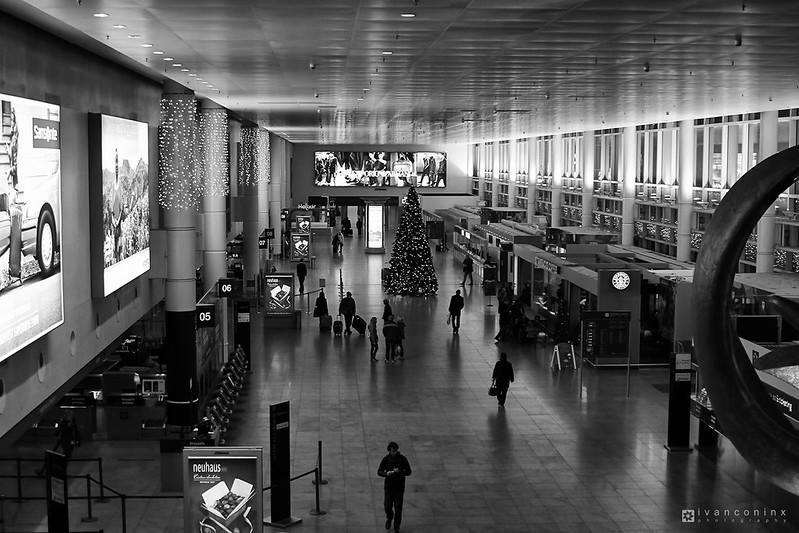 Departure Hall – Brussels Airport (BRU EBBR) – 2013 12 08 – 01 – Copyright © 2013 Ivan Coninx