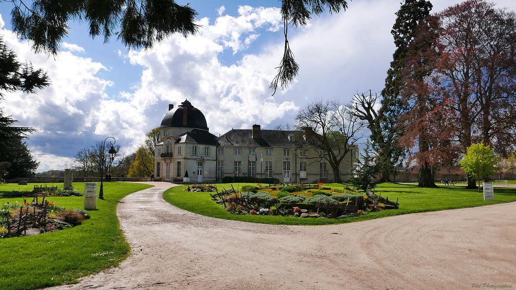 Chateauneuf /Loire  26339681581_189629bf1b_b