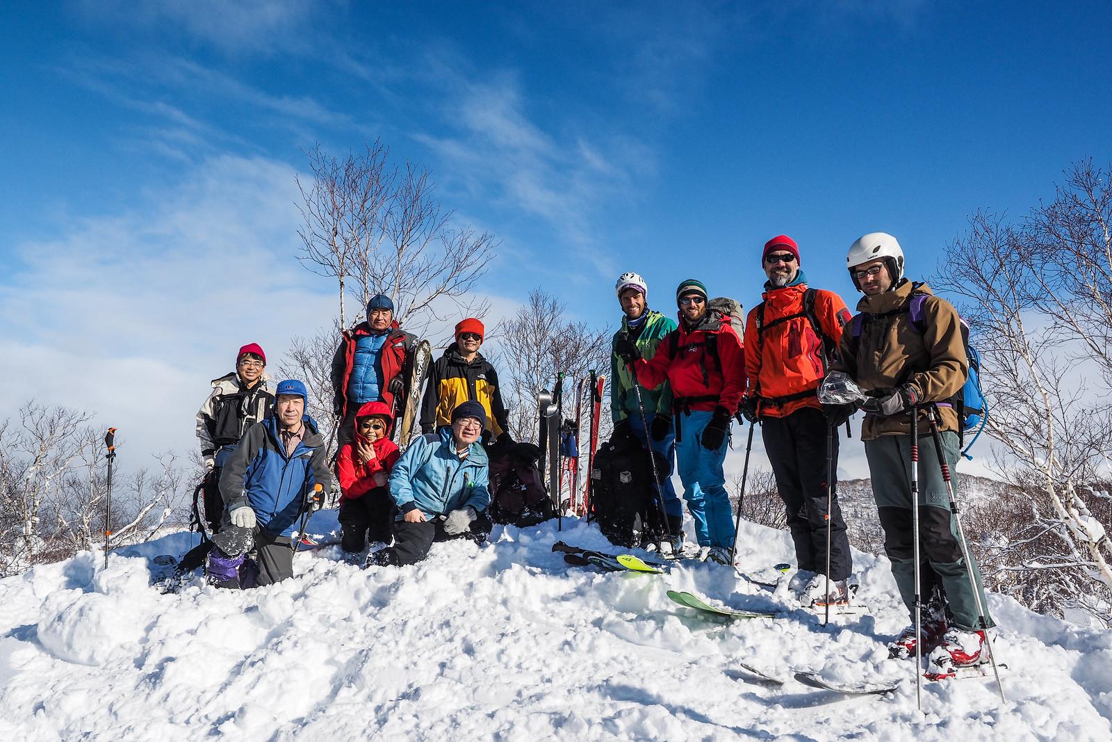 Climbing Mt. Tsuge from Yama-no-ie Hut (Mt. Okuteine, Hokkaido, Japan)