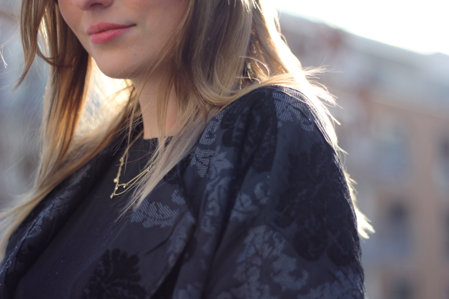 outfit detail lips kette and other stories zara bomber jacke trend blogger fashion ffm