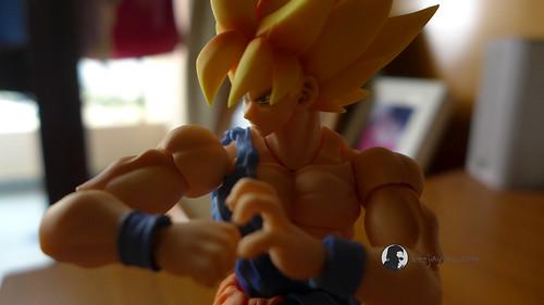 SH Figuarts Super Saiyan Son Goku Warrior Awakening