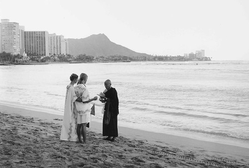 Waikiki Beach Oahu HAWAII / BRONICA RF 645 × ZENZANON-RF 65mm F4 / CJ C9 01 187.24