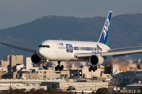Itami Airport 2016.2.10 (3) JA604A / ANA's STAR WARS JET (B767-300)