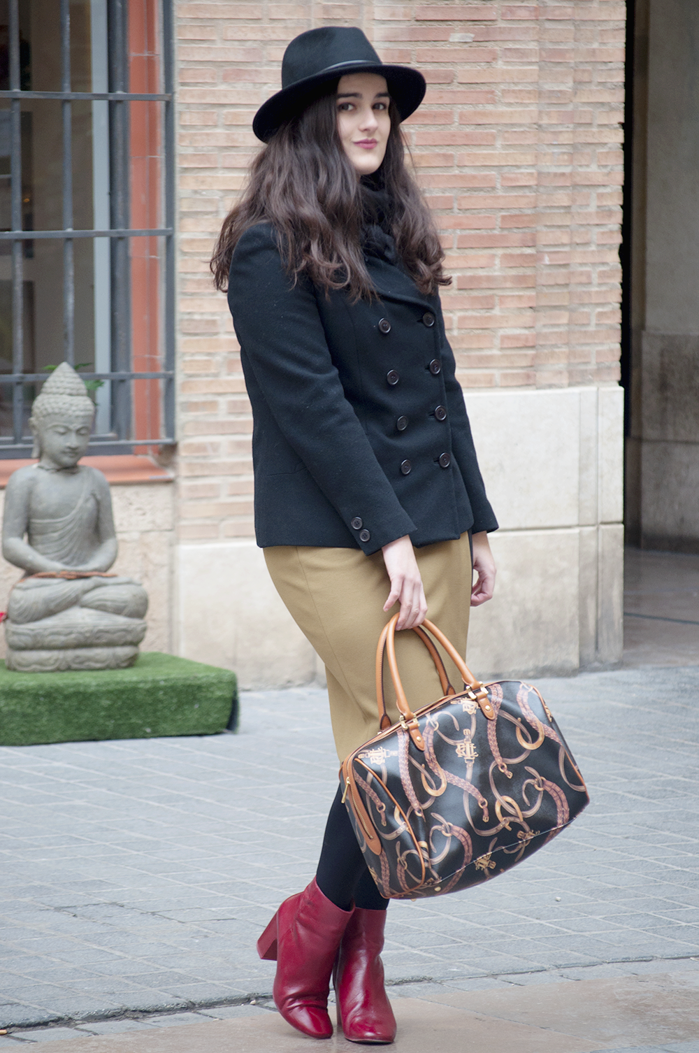 valencia fashion blogger VLC something fashion, style streetstyle winter bimbaylola red boots, fedora hat howtowear ralph lauren coat, amanda ramon blog de moda valenciana española, makeup beauty brunette