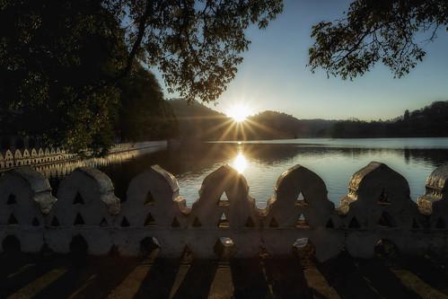 holiday srilanka sonne toothtemple sunsrise milklake kandylake