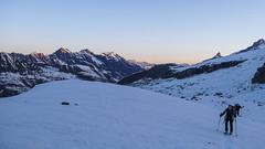 Podejście w kierunku przełęczy Gran Etret, w oddali schronisko Vittorio Emanuelle II.