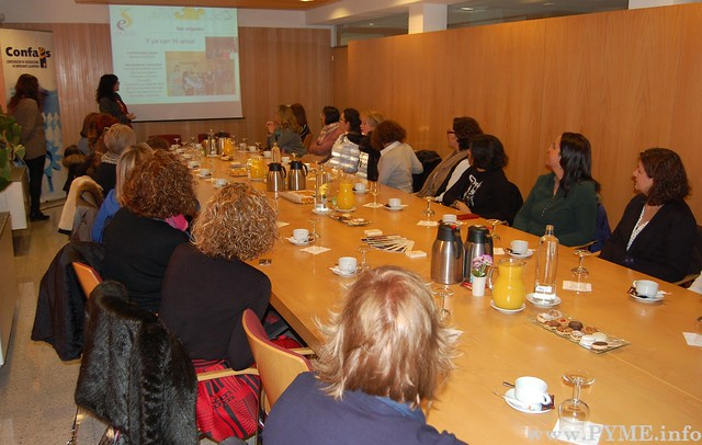 Instantánea de la presentación de los servicios de AESAL durante el desayuno de trabajo.